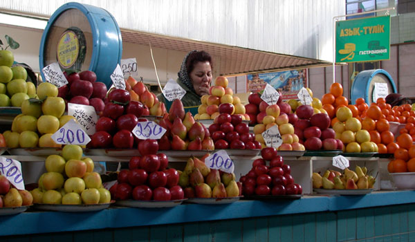 The market of the famous and delicious apples in Talgar.