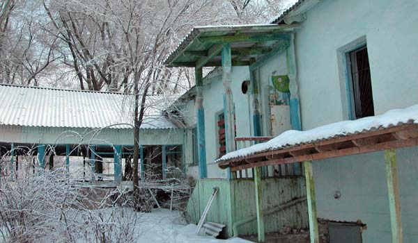 The snow gave vitality to what remained of the abandoned buildings.
